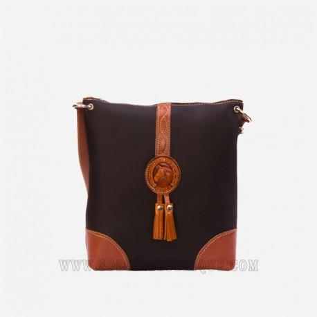 Bolsos de cuero color marrón parte delantera